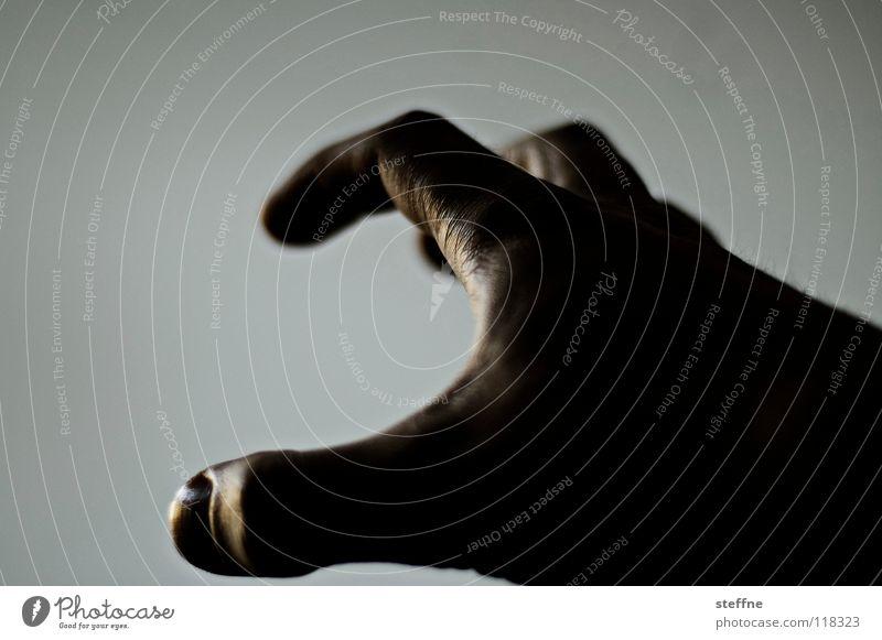 Das hat Hand ... Mensch Hand dunkel hell glänzend Finger Kraft Kommunizieren fangen Druck greifen Daumen Begrüßung Hände schütteln drücken Besitz