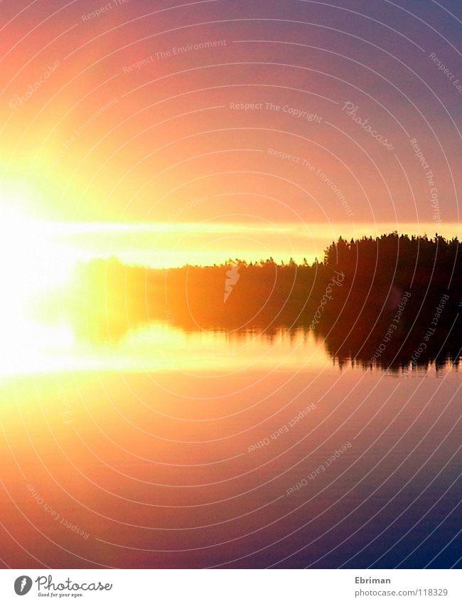 Urknall Sonnenaufgang See Morgen Baum Licht gelb Hoffnung beruhigend violett Reflexion & Spiegelung weiß schwarz Wellen Küste Explosion Herbst Insel blau hell