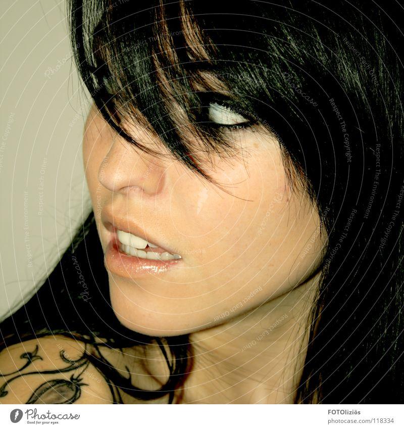 Das moderne Schneewittchen schön Haare & Frisuren Haut Mensch Frau Erwachsene Auge Nase Lippen Zähne Pflanze Blume Tattoo Pony groß schwarz Hintergrundbild
