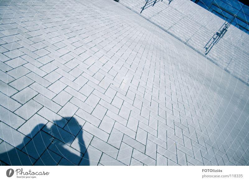 und es geht abwärts. Straße Treppe modern fallen Köln Geländer negativ Köln-Deutz
