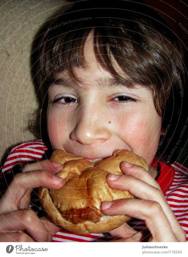 Mampf Kind Ernährung Junge Essen Pause Speise lecker Appetit & Hunger Fleisch Abendessen Mahlzeit Brötchen beißen Fastfood Futter Vesper