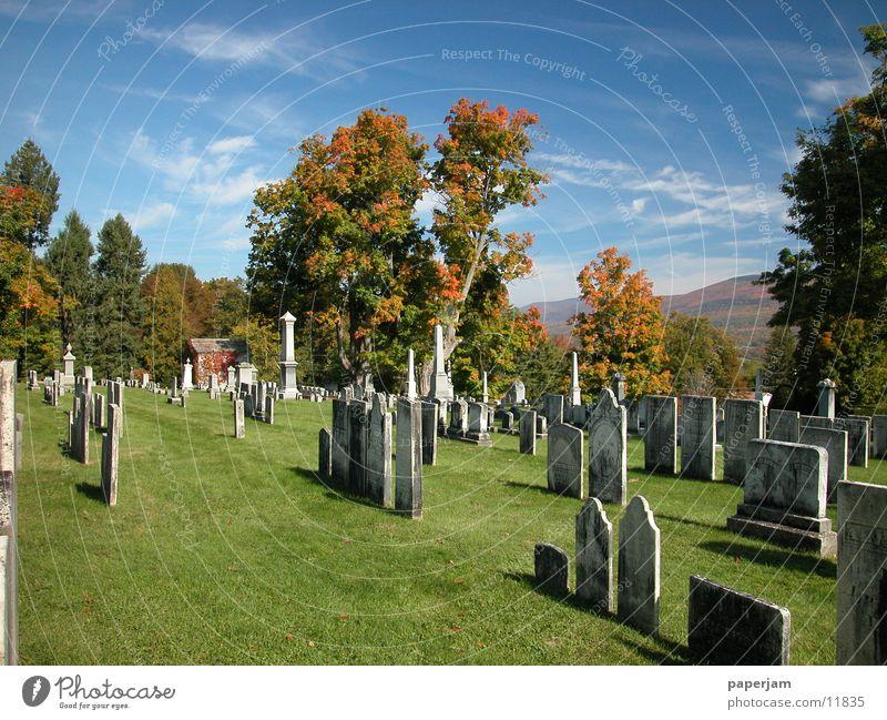 Cemetery Bennington Friedhof Herbst USA Grabmal Grabstein Menschenleer alt