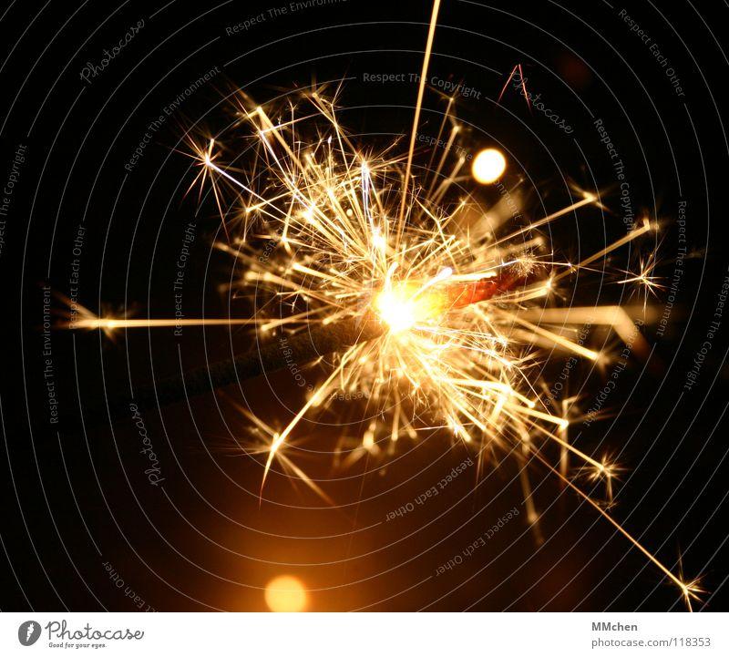 Speitzmännchen Silvester u. Neujahr Weihnachten & Advent Willkommen Wunderkerze Kerze Licht Stern (Symbol) blitzen glänzend schillernd glühen brennen Rascheln