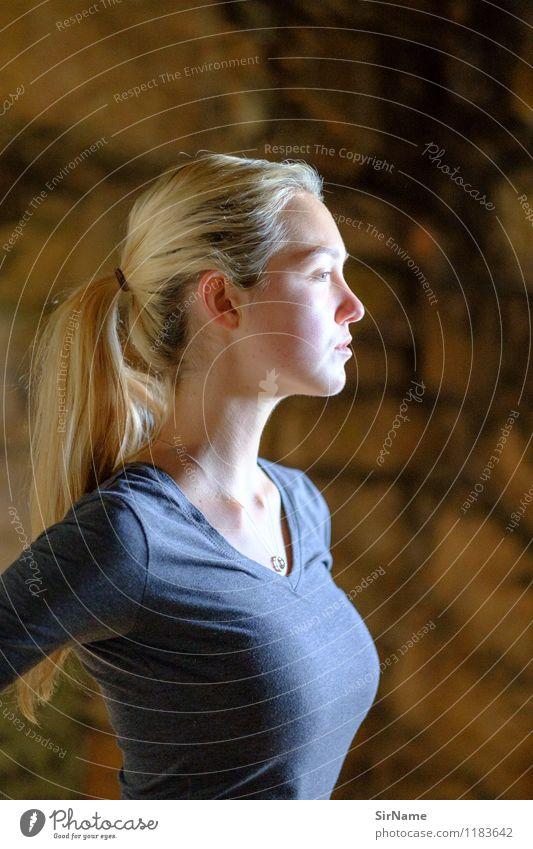 384 Mensch Jugendliche schön Junge Frau 18-30 Jahre Erwachsene Wärme Wand natürlich feminin Stil Sport Mauer Gesundheit Lifestyle Körper