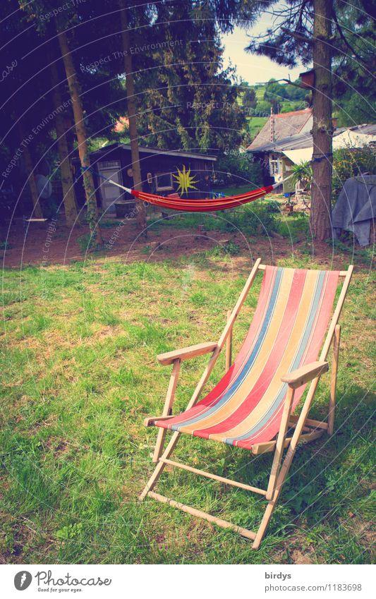 Lebensqualität Lifestyle Wellness Erholung Garten Frühling Sommer Schönes Wetter Baum Wiese Hütte Liegestuhl Klappstuhl Hängematte ästhetisch einfach frei