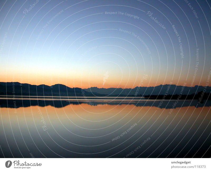Spiegelbild Wasser blau rot ruhig Ferne See Horizont Aussicht Klarheit Abenddämmerung Glätte Verlauf Pfäffikon Pfäffikersee