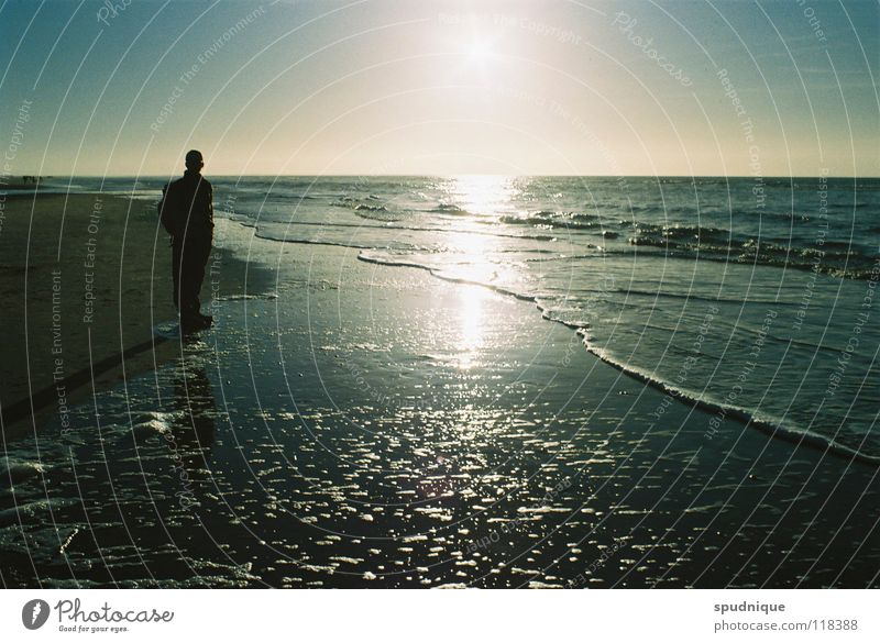 ruhig hier. schön Sonne Meer Strand ruhig Einsamkeit Eis Küste Spiegel Salz Gezeiten