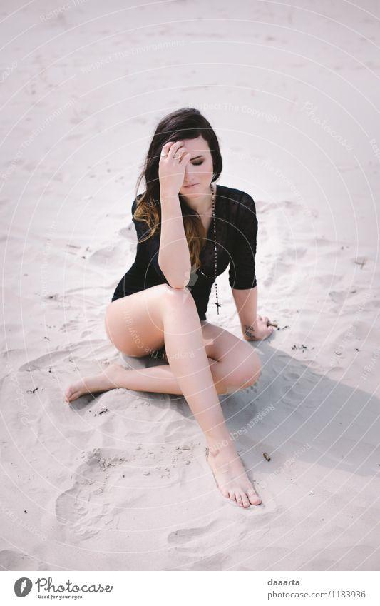 müde am Strand Natur Ferien & Urlaub & Reisen Erholung Freude Wärme Frühling Gefühle feminin Küste Stil Spielen Freiheit Stimmung Lifestyle Sand