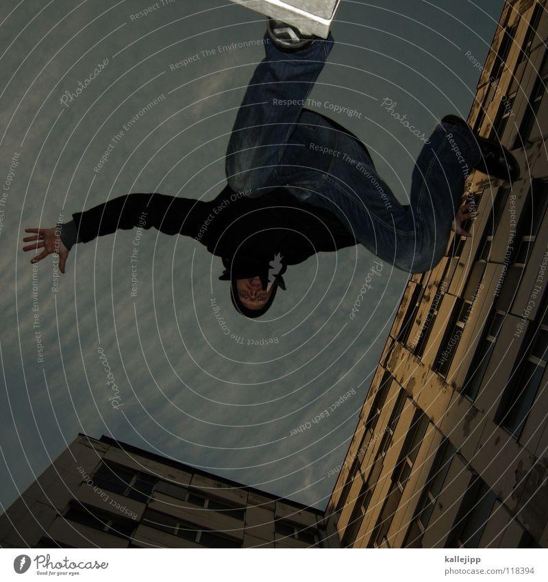 plattenabsprung Mensch Himmel Mann Hand Stadt Haus Berge u. Gebirge Gefühle Architektur springen See Luft Lampe Fassade Freizeit & Hobby fliegen