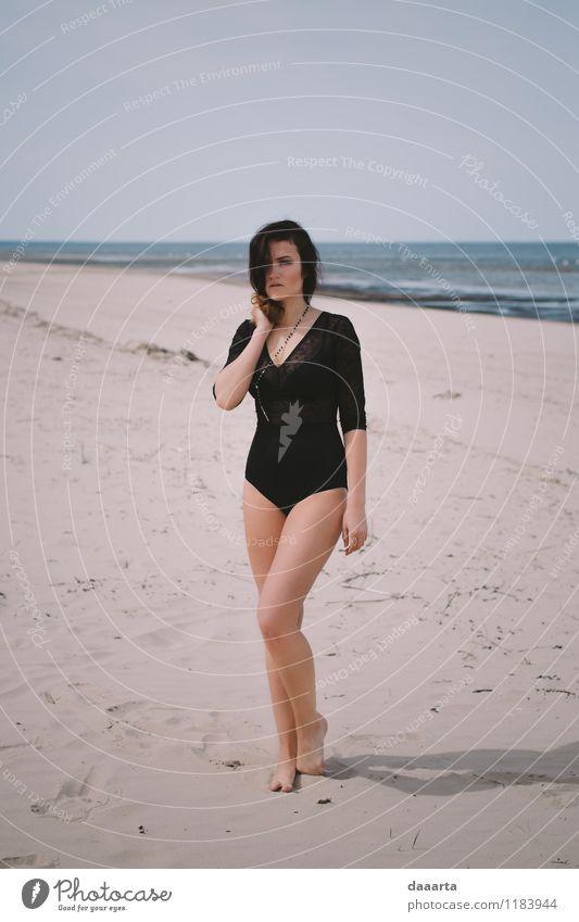 am Strand verloren Ferien & Urlaub & Reisen schön Sommer Erholung Freude Wärme Leben Gefühle feminin Stil Feste & Feiern Freiheit Stimmung Freizeit & Hobby wild