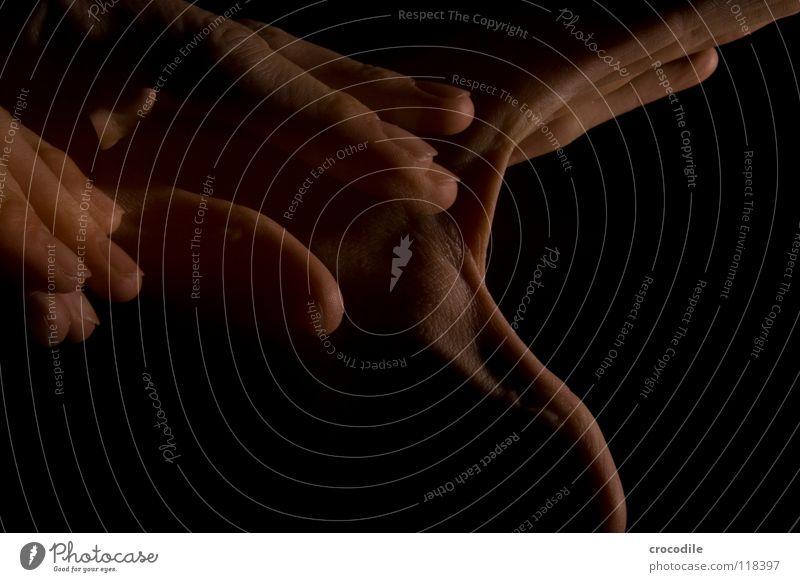 zauberei 4 Hand Finger durchsichtig dunkel Nacht einzigartig aufmachen hau Bewegung abstrakt gruslig stroboskop blitz deunkelheit fingerspitz singerabdruck