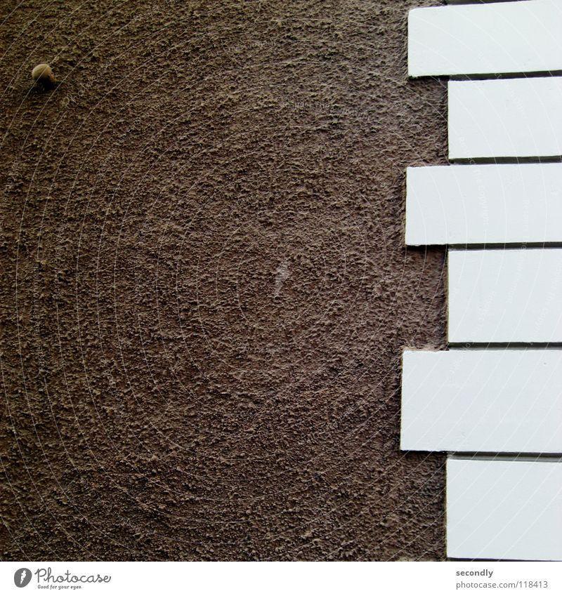 innnstabilität weiß Haus Wand Stein braun klein groß Sicherheit bewegungslos Mineralien