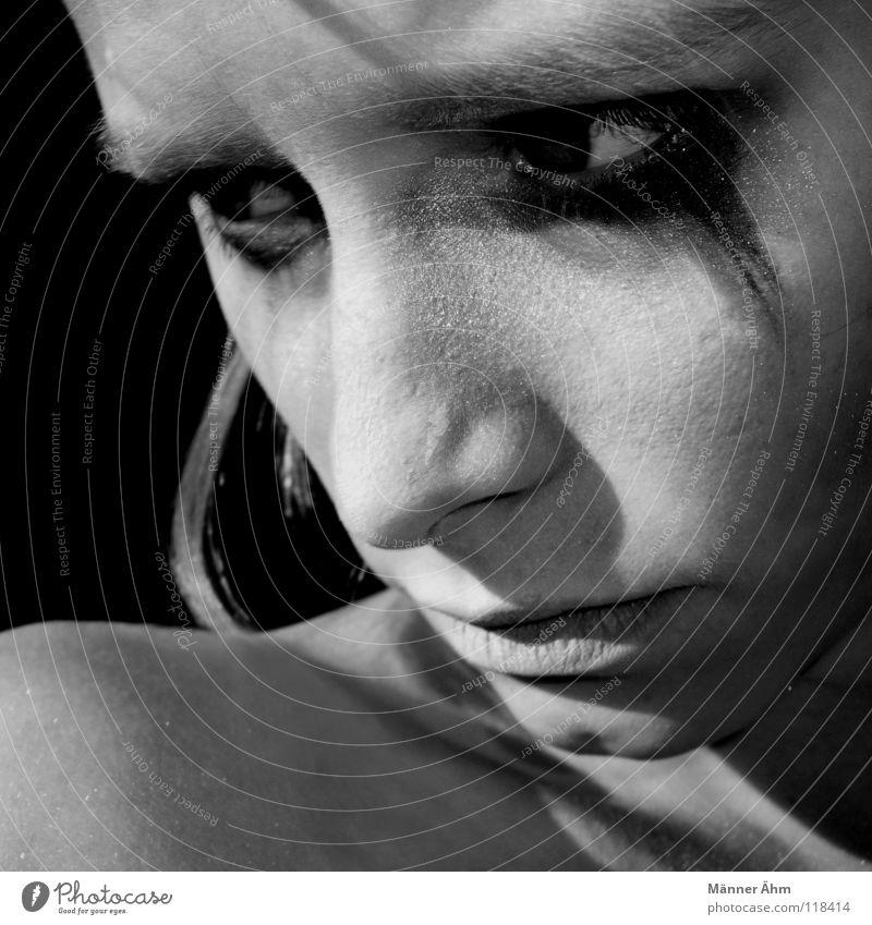Geh! Haare & Frisuren Gesicht Schminke Frau Erwachsene Kopf Auge Arme Denken gehen Traurigkeit weinen Trauer Müdigkeit Verzweiflung Schwäche Wissen Kajal Wange