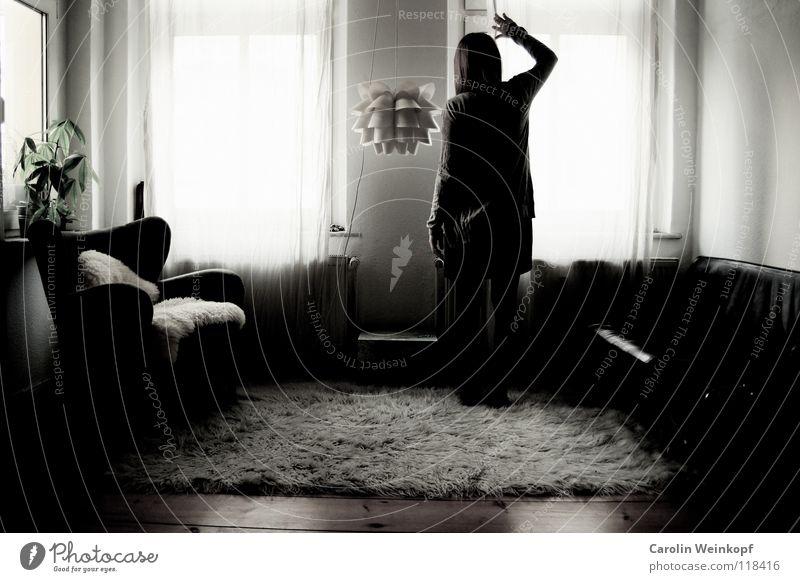 Gefühlsleere I Teppich Lampe Sofa Sessel Flokati Vorhang Gardine Wand Raufasertapete Pflanze Dielenboden Holz Leder Fell Kleid Strickjacke Sehnsucht ungewiss