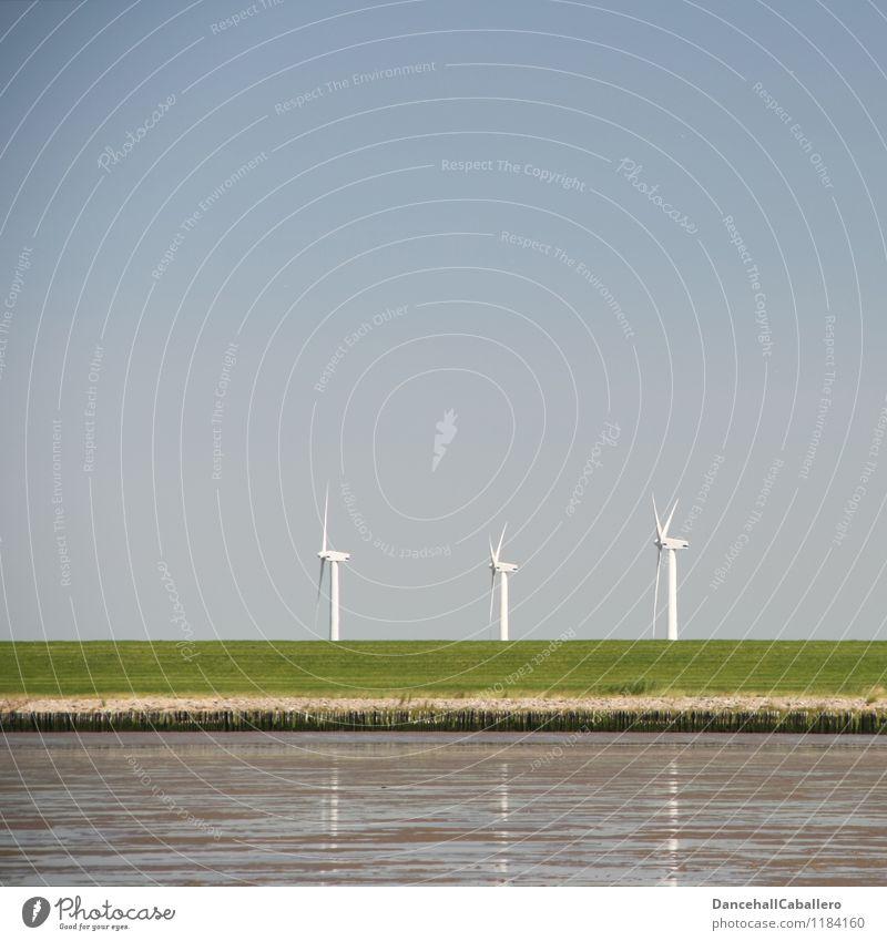 Windenergie Energiewirtschaft Erneuerbare Energie Windkraftanlage Energiekrise Umwelt Natur Wolkenloser Himmel Klimawandel Küste Deich Wattenmeer drehen