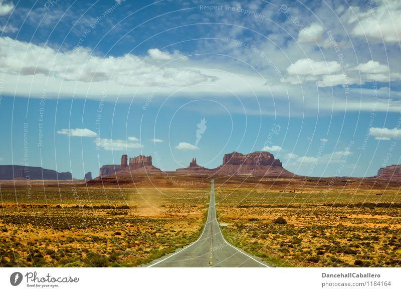 Monument Valley Himmel Ferien & Urlaub & Reisen Sommer Einsamkeit Landschaft Wolken Ferne Berge u. Gebirge Straße Frühling Felsen Tourismus Sträucher Ausflug
