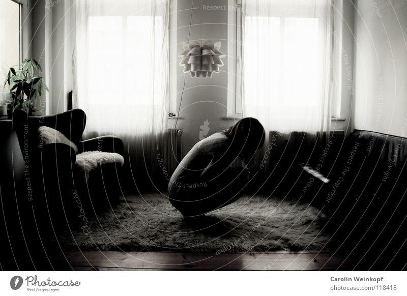 Gefühlsleere III Teppich Lampe Sofa Sessel Flokati Vorhang Gardine Wand Raufasertapete Pflanze Dielenboden Holz Leder Fell Kleid Strickjacke Sehnsucht ungewiss