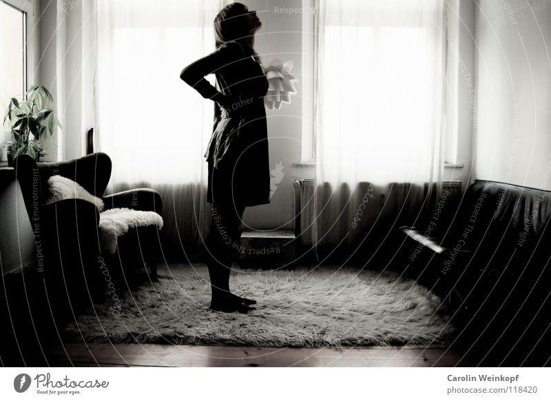 Gefühlsleere IV Frau Pflanze Einsamkeit Lampe Leben Wand Holz Traurigkeit warten Trauer Kleid Sofa Sehnsucht Fell Falte Verzweiflung