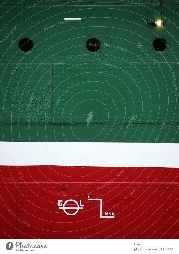 Stahlwand mit Glühbirne und Sonderzeichen Dienstleistungsgewerbe Hafen Öltanker Wasserfahrzeug Lack Hinweisschild Warnschild Streifen grün rot weiß Farbe Loch