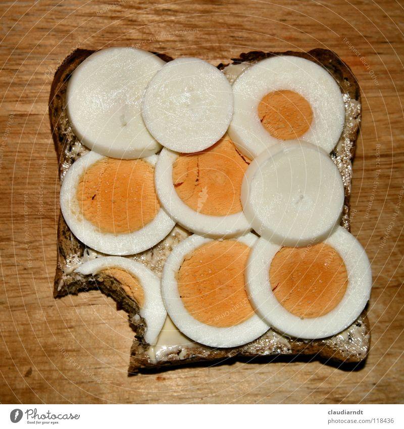 Ein Happen Lebensmittel Ernährung Kreis Teile u. Stücke Appetit & Hunger Frühstück Brot Ei Abendessen Versuch Mahlzeit Geometrie Schneidebrett Haarschnitt satt Belegtes Brot