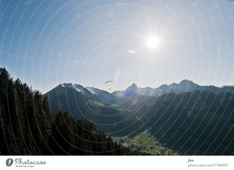 Abendflug Lifestyle Wohlgefühl Erholung ruhig Freizeit & Hobby Ausflug Sommer Sonne Berge u. Gebirge Sport Gleitschirmfliegen Sportstätten Landschaft Urelemente