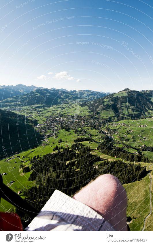 Abendflug 2 Sommer Erholung Landschaft ruhig Wald Berge u. Gebirge Wärme Frühling Sport fliegen Lifestyle Freizeit & Hobby Zufriedenheit Luft Luftverkehr
