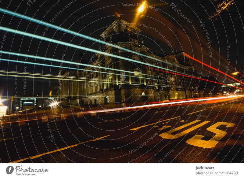 Linie 100 bei Nacht Stadt Winter dunkel Wege & Pfade Zeit leuchten Schriftzeichen groß Geschwindigkeit historisch Hauptstadt lang Verkehrswege Stadtzentrum Sehenswürdigkeit Mobilität