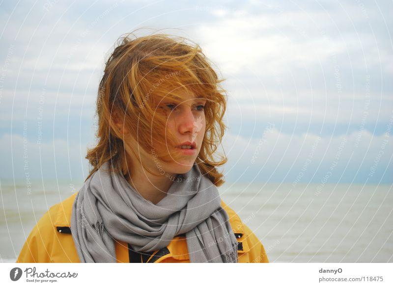 windig... Wolken Sturm Meer gelb Jacke Herbst Freude Wind Kopf blau Kontrast schahl Regen Haare & Frisuren