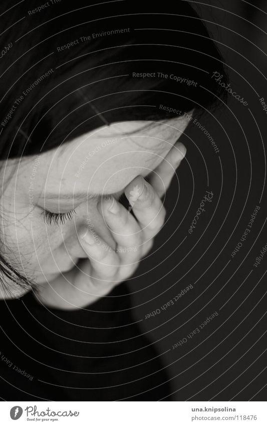 melancholie Gesundheit Junge Frau Jugendliche Erwachsene Kopf Hand Denken Traurigkeit weinen Gefühle Trauer Schmerz Angst Verzweiflung Qual Seele fassungslos