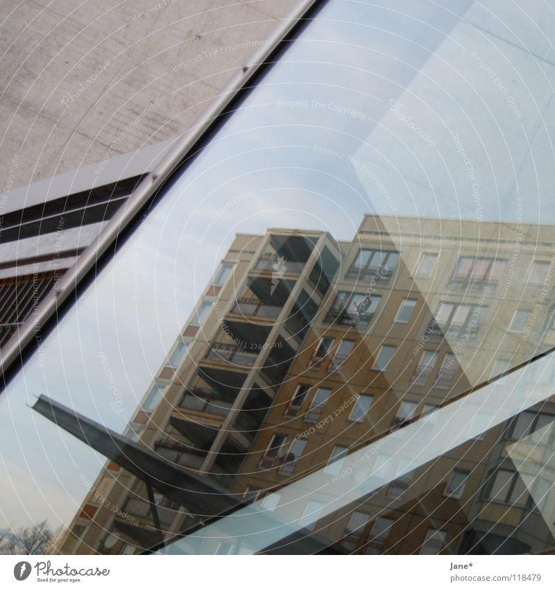 platte ² Plattenbau Reflexion & Spiegelung Dresden Stadt Heimat grau kalt Licht Himmel Quadrat Beton diagonal Mittelformat Architektur reflektion dd d² double d