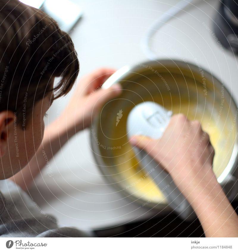 Kuchen backen Mensch Kind Jugendliche Leben Gefühle Junge Freizeit & Hobby Häusliches Leben Kindheit Ernährung Kochen & Garen & Backen Küche 8-13 Jahre