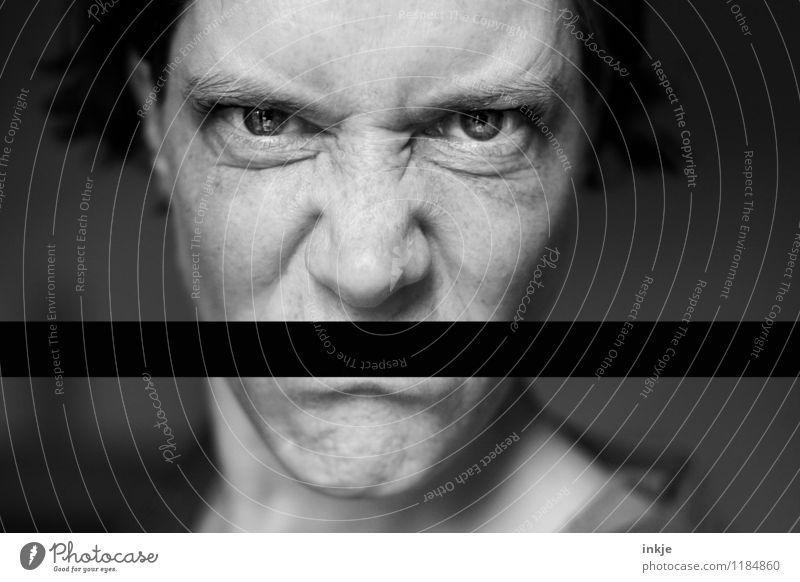 fehl am Platz | dumme Sprüche Mensch Frau Gesicht Erwachsene Leben Gefühle Lifestyle Stimmung Kommunizieren Wut Konflikt & Streit Verbote Frustration Ärger