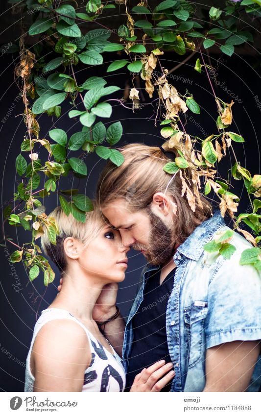 verwoben maskulin feminin Junge Frau Jugendliche Junger Mann Paar 2 Mensch 18-30 Jahre Erwachsene Pflanze Erotik Zusammensein trendy schön Liebespaar Intimität