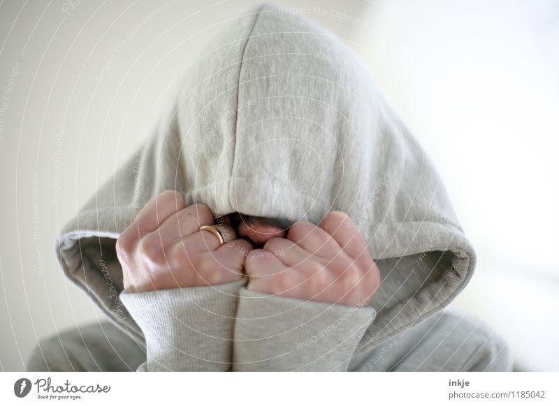 ...flop! Mensch Frau Hand Freude Erwachsene Leben Traurigkeit Gefühle Lifestyle Kopf Stimmung Freizeit & Hobby Angst gefährlich Zukunftsangst verstecken