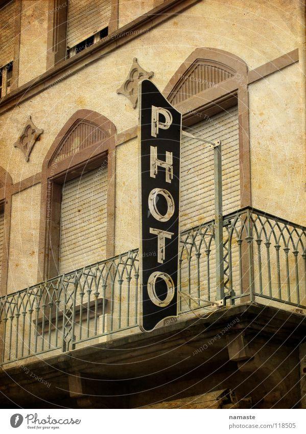 frankreisch alt braun Fotografie Balkon Frankreich Sepia Leuchtreklame Vogesen Fotogeschäft
