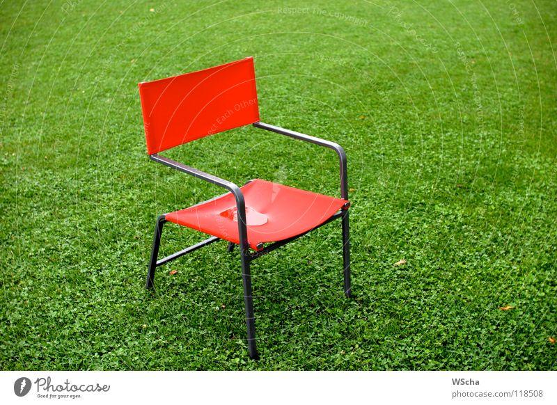 Roter Stuhl Natur grün rot Farbe Wiese Landschaft Möbel