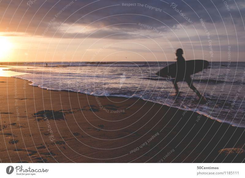 Surfing in the Sunset Mensch Kind Himmel Ferien & Urlaub & Reisen Jugendliche Mann Sommer Sonne Meer Junger Mann Landschaft Strand Ferne Erwachsene Sport Küste