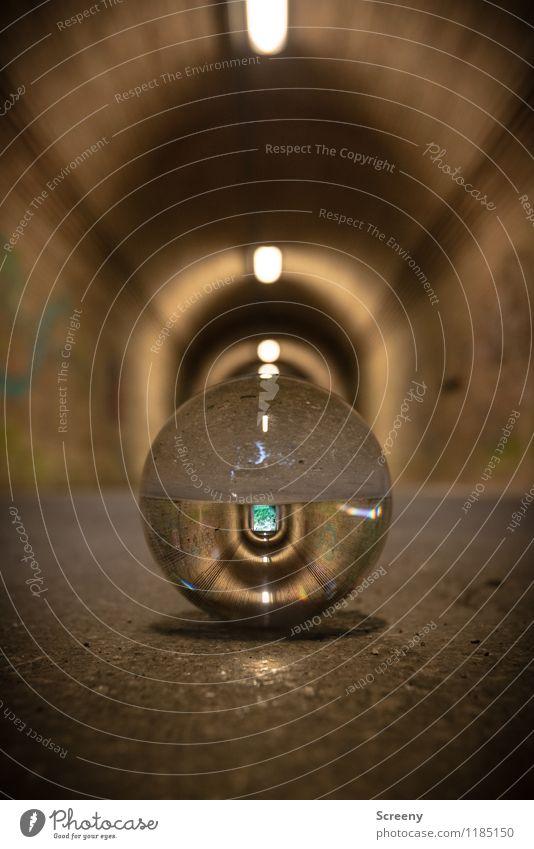 Welten #3 Tunnel Glaskugel Kristallkugel rund braun Stadt Ziel Licht Wege & Pfade Asphalt Farbfoto Außenaufnahme Detailaufnahme Menschenleer Tag