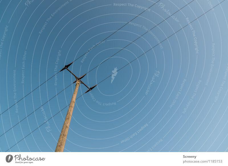 Energieträger #1 Technik & Technologie Energiewirtschaft Strommast hoch blau braun Stadt Draht Elektrizität Himmel (Jenseits) Wolkenloser Himmel Farbfoto