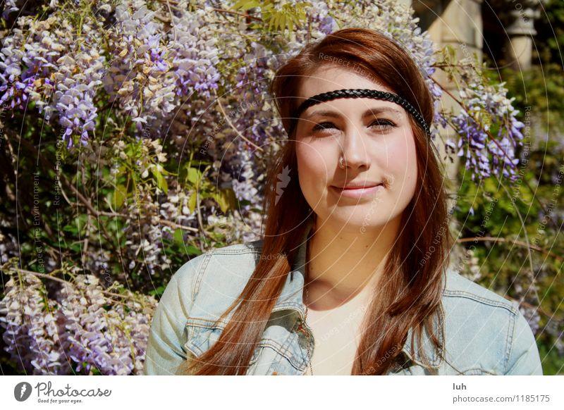 Hippie-Girl Mensch Natur Jugendliche schön Junge Frau 18-30 Jahre Erwachsene feminin violett Fliederbusch Hipster Haarband Nasenpiercing