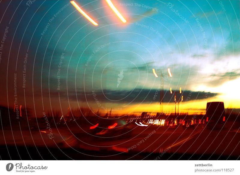 Warp 300 Autobahn Nachtfahrt Geschwindigkeit Führerschein Licht Laterne Sonnenuntergang Wolken KFZ Rücklicht Erkenntnis überholen Spurwechsel Verkehrswege