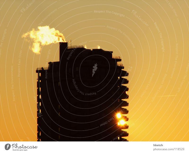 Es werde Licht Himmel Sonne Winter Haus kalt Gebäude Wetter groß Hochhaus Horizont Frost Aussicht Häusliches Leben Rauch Schönes Wetter