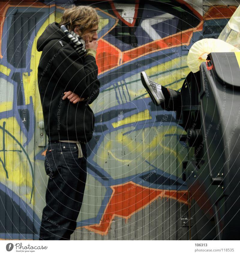 MR. HOLMES' DÉJÀ-VU [KOFA08DD] Mensch Mann Stadt Farbe Erholung rot ruhig schwarz kalt Umwelt Wand Graffiti Bewegung Tod Denken Arbeit & Erwerbstätigkeit