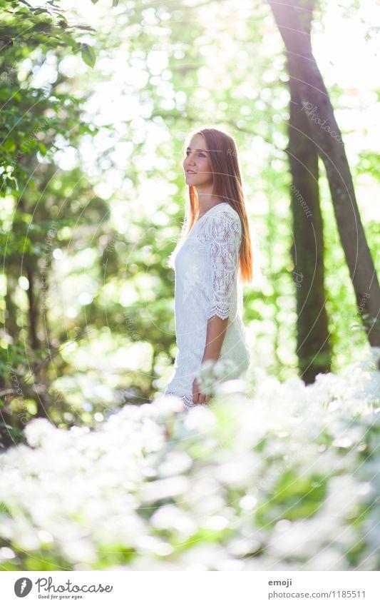shine bright feminin Junge Frau Jugendliche 1 Mensch 18-30 Jahre Erwachsene Umwelt Natur Landschaft Frühling Sommer Schönes Wetter Wald Kleid brünett langhaarig