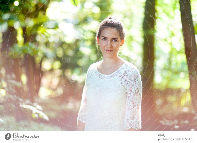 gradient feminin Junge Frau Jugendliche 1 Mensch 18-30 Jahre Erwachsene Frühling Sommer Schönes Wetter schön natürlich Lächeln Farbfoto Außenaufnahme Tag