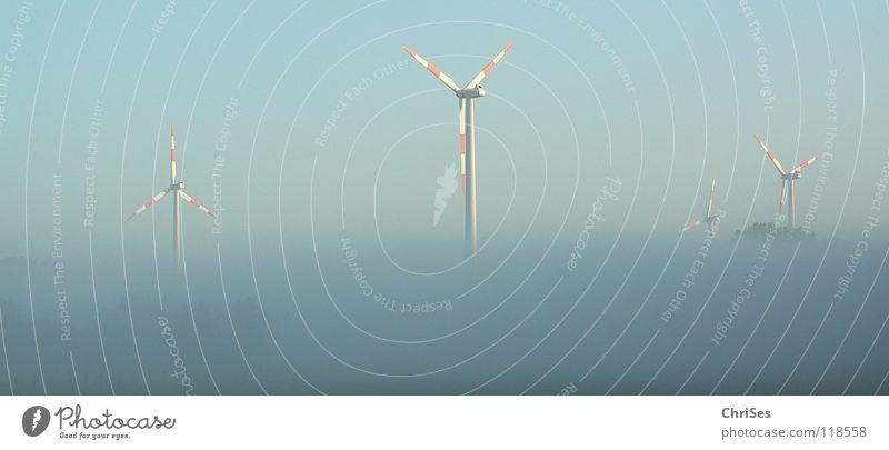 morgens um 6.17 blau rot Sommer grau Landschaft Nebel Wind Horizont Industrie Energiewirtschaft Elektrizität Flügel Windkraftanlage ökologisch Triebwerke