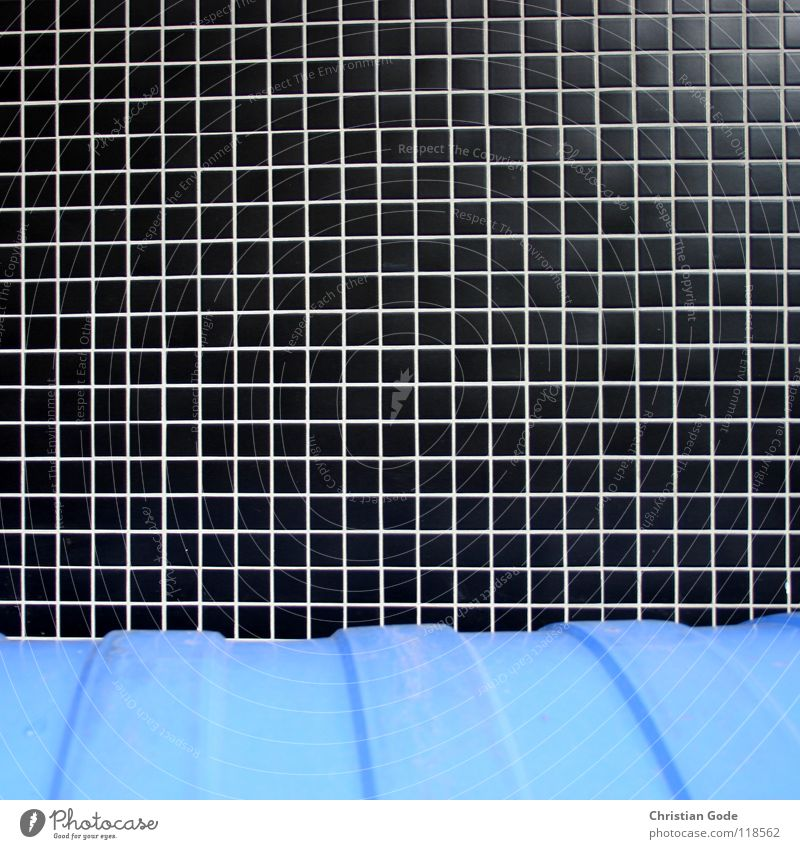 Kleinkariert blau schwarz Straße Papier Müll Dinge Fliesen u. Kacheln Bürgersteig Verkehrswege Sammlung Karton Rolle Hinterhof Müllbehälter Fass Bochum