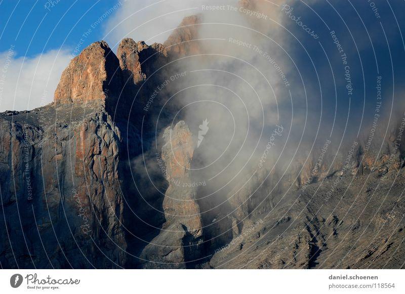 Vorhang auf ! Himmel weiß Wolken Berge u. Gebirge grau Stein wandern Wetter gefährlich bedrohlich Ziel Freizeit & Hobby Schweiz Gipfel anstrengen Bergsteigen