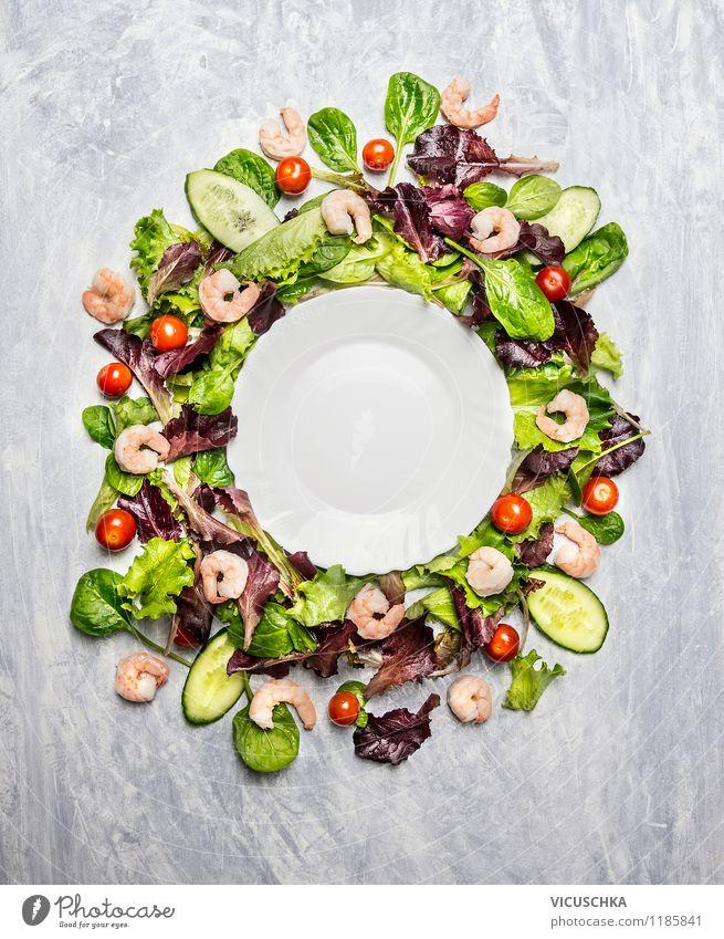 Bunter Salat mit Shrimps um dem Teller Gesunde Ernährung Leben Speise Stil Hintergrundbild Feste & Feiern Lebensmittel Design Kräuter & Gewürze Gemüse