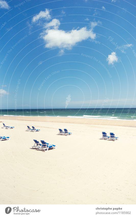 Beginn des Arbeitstages Ferien & Urlaub & Reisen Sommer Sonne Erholung Meer Einsamkeit Wolken Strand Küste Tourismus Wellen Schönes Wetter Sonnenbad